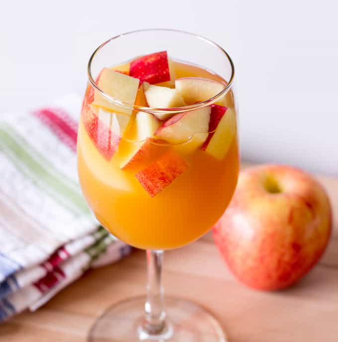 Fall Bridal Shower Menu and Ideas | Apple Sangria Recipe