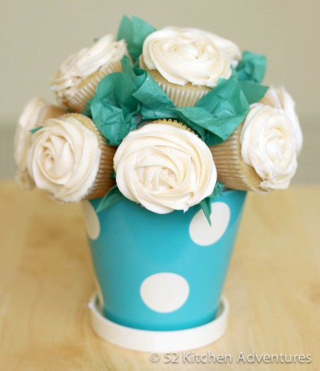 DIY Baby Shower Ideas: Cupcake Bouquet