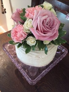 Bridal Shower Cake Ideas | Use fresh flowers to decorate cake | Buttercream frosting