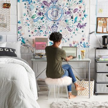 15 College Dorm Room Essentials