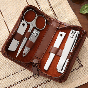 Personalized Groomsmen Gift: Leather Grooming Set