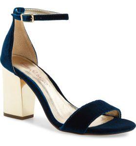 Winter Wedding Accessories | Velvet Heels