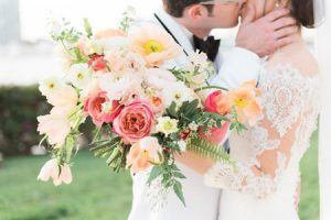 loose and organic wedding bouquet