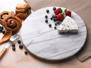 Our Top Hostess Gifts for 2020 | Marble Trivet