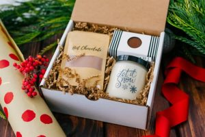 Holiday Gifts for Newlyweds | Hot Chocolate Set