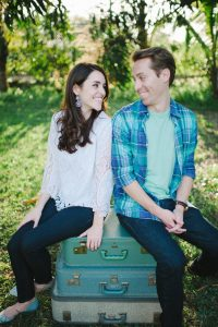 Cute engagement photo outfit ideas