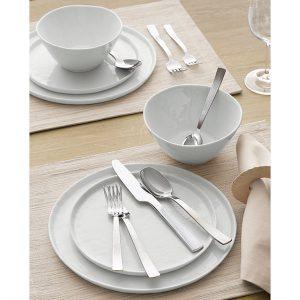 Dinnerware as a wedding gift