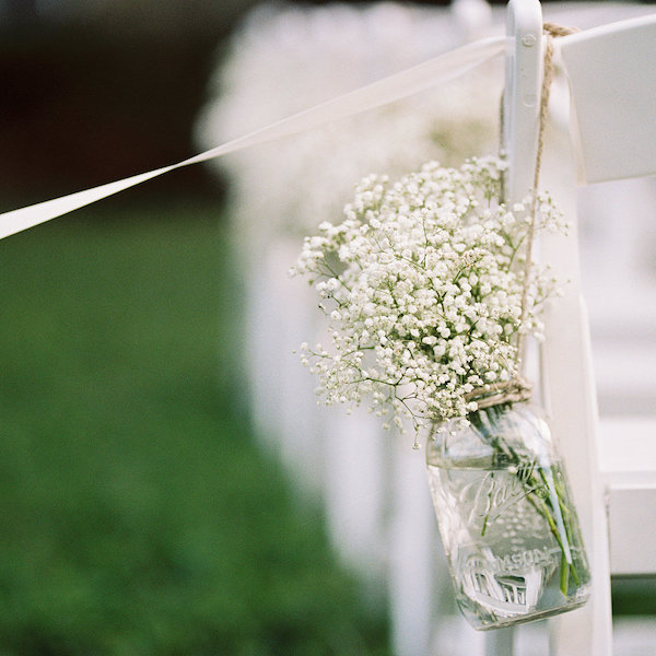 Baby's breath mason jar aisle decor | wedding budget tips