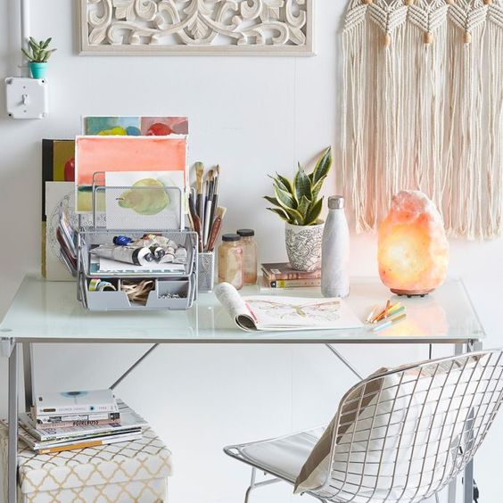 5 Ways to Make Your Dorm Room Feel Like Home | Chic Study Space