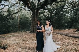 Mother of the bride walking daughter down the aisle | Who should walk bride down the aisle