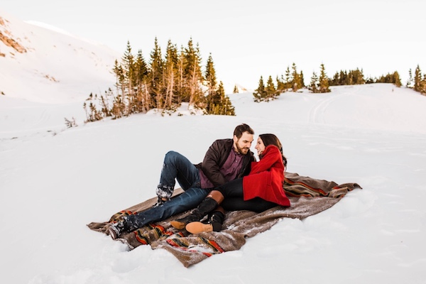Tips + Outfit Inspo for Your Winter Engagement Photo Shoot