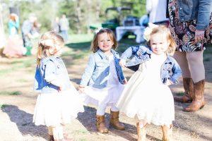 kids at outdoor wedding